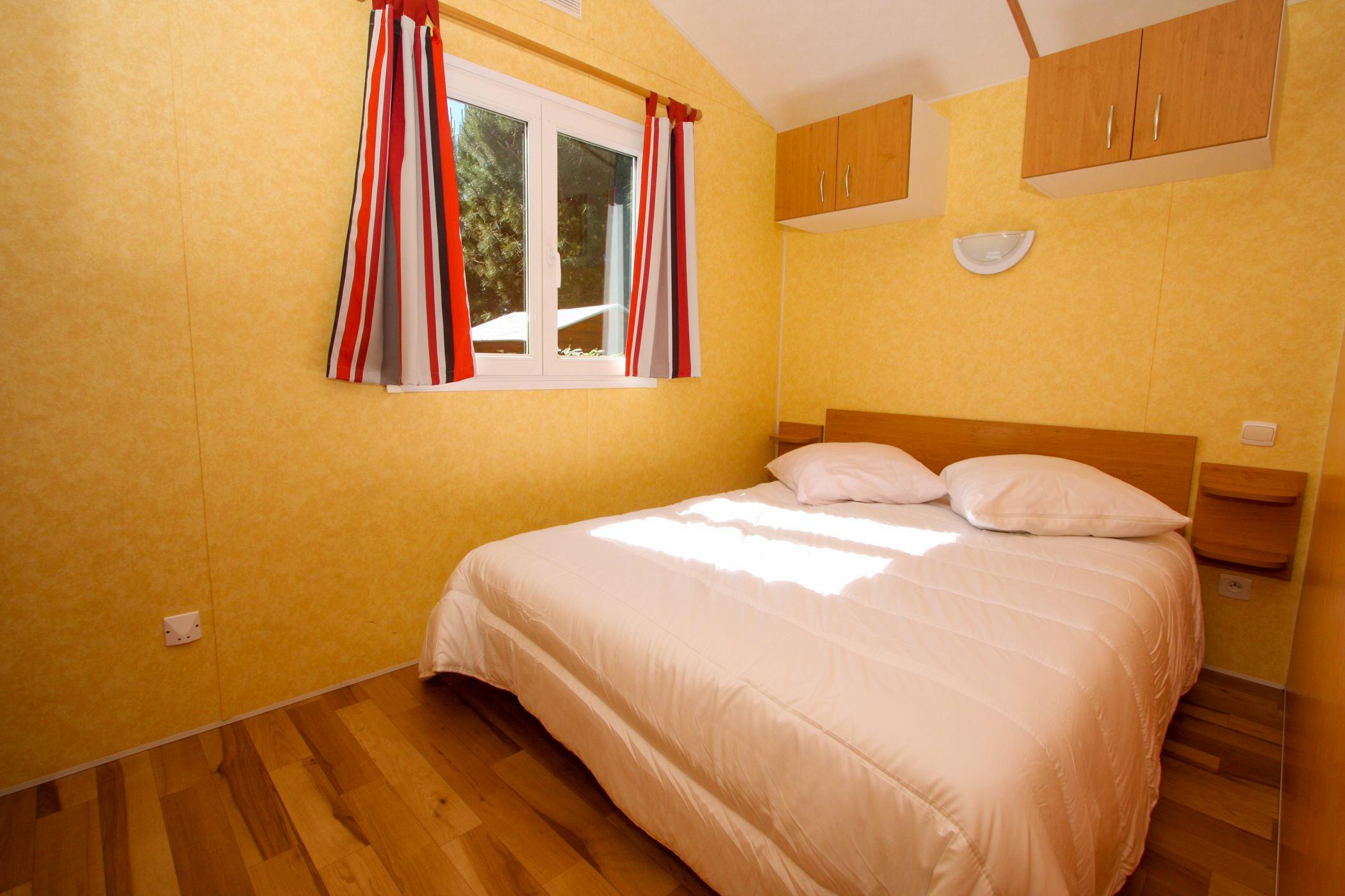 chambre parent dans mobil home en Vendée